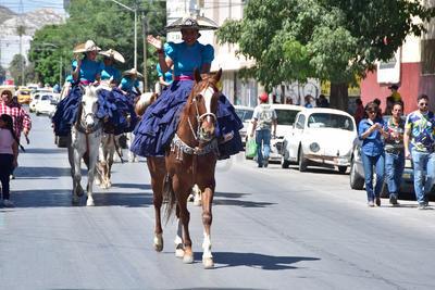 Con diferentes personificaciones, marcharon por el centro de la ciudad.