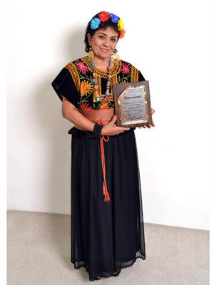 18032018 Magda Aurelia García Lucio recibió un merecido reconocimiento por su labor a favor de la mujer.