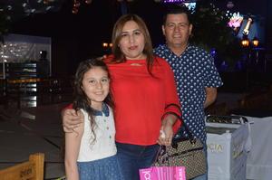19032018 EN FAMILIA.  Norma, Ricardo y Natalia.