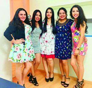 18032018 POSAN PARA LA FOTO.  Mariana Elizalde, Patricia Morales, Dulce Luján, Kendra Castro y Nereida Silva.