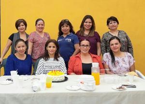 18032018 MUCHAS FELICIDADES.  Erika Rodríguez con algunas de las invitadas a su festejo.
