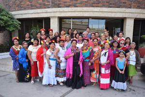 18032018 Grupo de asistentes de la fiesta temática de Frida Kahlo.