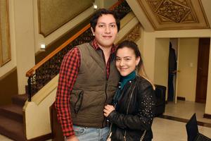 18032018 EN EL TIM.  Santiago y Karla.