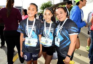 21032018 Mariana Rodríguez, Sara Rodríguez e Isela Chairez.