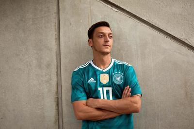 El germano Mesut Özil, actual campeón del mundo.