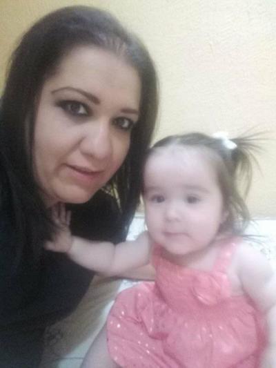 22032018 Alejandra con su hija, Victoria.