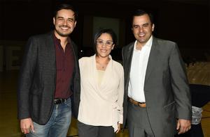 22032018 Juan Hinojosa, Diana Torres y Fernando Todd.