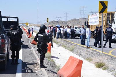 Un representante del Estado acudió a la manifestación para pedir a ciudadanos que se retiraran.