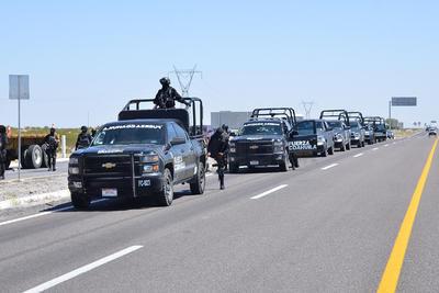 Elementos de Fuerza Coahuila acudieron al lugar de la manifestación para tomar medidas sobre la situación.