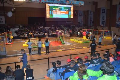 En esta etapa, la mayoría de los 45 equipos participantes realizan algunos ajustes a sus robots.