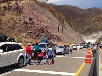 Las medidas en la reducción de velocidad en dicho tramo se han reflejado en filas de cientos de metros de automóviles.