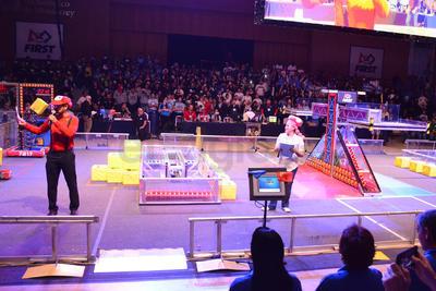 En medio de un ambiente de fiesta y de un auditorio completamente abarrotado, fue inaugurada la competencia de robótica FIRST Laguna Regional.