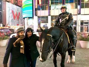 24032018 GRATOS MOMENTOS.  Ramón Betancourt e Irma Gallardo en Times Square de la ciudad de New York.
