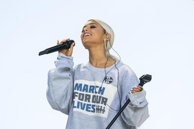 Ariana Grande es otra de las celebridades que se suman a los reclamos.