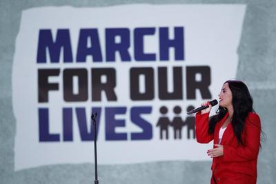Demi Lovato cantó el tema Skyscraper en Washington D.C. durante la marcha contra las armas en EU.