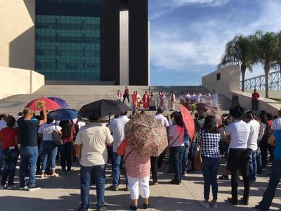 Los fieles se reunieron en la explanada de la Plaza Mayor.