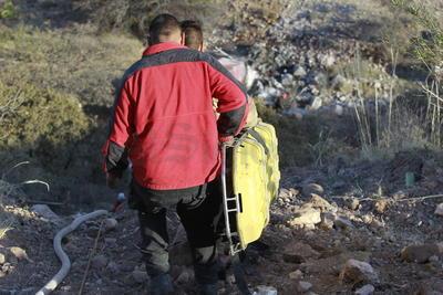 Fue indentificado como Francisco Bugarin, de entre 50 a 60 años de edad. Su cuerpo quedó calcinado en el kilómetro 14+900 de la supercarretera Durango-Mazatlán, a donde llegaron los bomberos capitalinos para sofocar el fuego mientras que el grupo de rescate vertical lo sacó.