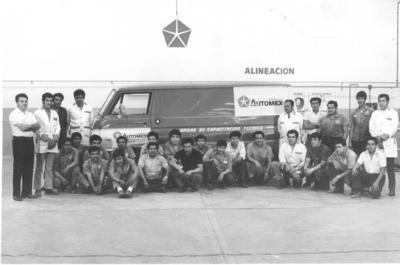 25032018 Alberto Ibarra con sus compañeros de Sáenz Automotriz en abril de 1970.