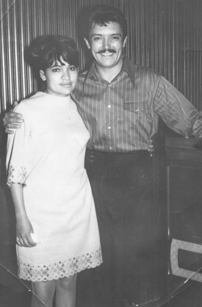 25032018 Vicky de los Reyes Ibarra junto a Alberto Vázquez en 1963.