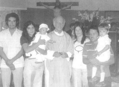 25032018 Bautizo del niño Juan Carlos Campos con el Padre Manuelito García en 1977, siendo sus padrinos, Sr. Tavares y su esposa, Dora Luz García..