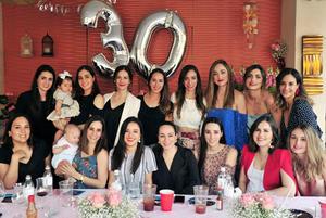 25032018 FELIZ CUMPLEAñOS.  Amigas acompañan a Andrea Marroquín en su festejo.