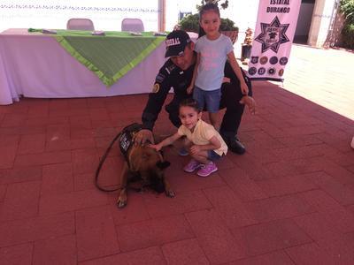 Los pequeños del hogar disfrutaron de la demostración de los Binomios Caninos por parte de la Policía Federal.