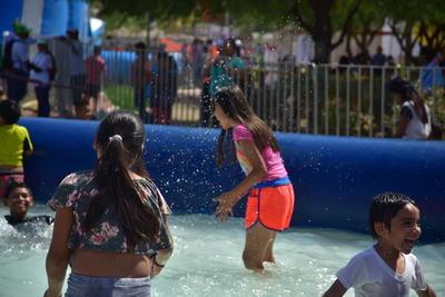 La alcaldesa Leticia Herrera aseguró que el año próximo volverá a efectuarse esta actividad con la idea de que se convierta en una tradición en beneficio de las familias gomezpalatinas y laguneras en general.