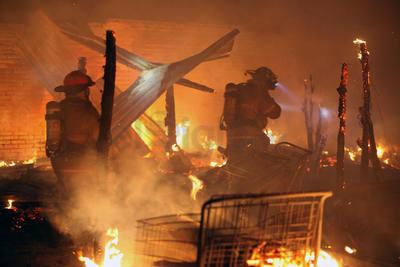 Las estimaciones de las autoridades apuntaban a que el albergue era ocupado por un centenar de personas, aunque no todos se encontraban en el lugar al momento del siniestro.