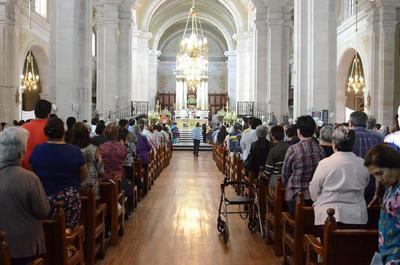 Encabeza arzobispo de Durango ceremonia de Lavatorio de pies