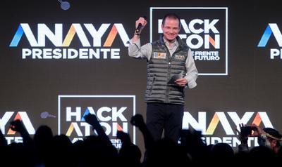 El candidato de la alianza Por México al Frente arrancó su campaña con un 'Hackatón' para que jóvenes crearán propuestas.