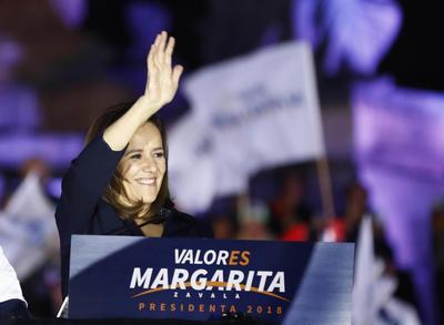 En sesión especial el Instituto Nacional Electoral (INE) aprobó otorgar a Margarita Zavala su registro como candidata presidencial independiente, aunque durante su campaña estarán en curso investigaciones sobre las inconsistencias detectadas en sus firmas de apoyo.