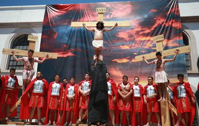 Representar a Jesús, a Adrián le costó por lo menos tres meses de preparación tanto espiritual como física.