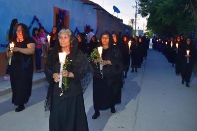 Un grupo denominado damas dolientes participó en la Procesión del Silencio.