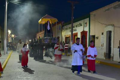 Cabe señalar que habitantes de Viesca colocaron altares y ofrendas a las afueras de sus domicilios como respeto a la Virgen.