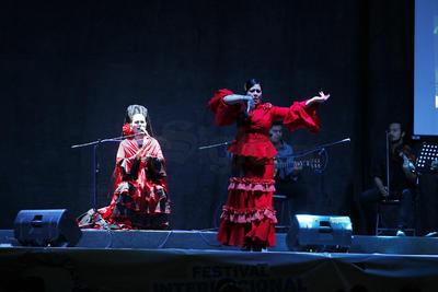 Del Jardín Hidalgo partieron los integrantes de la Compañía Flamencos Unidos de Lucero Hernández.