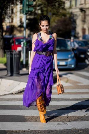 31032018 Una mujer que lleva este color en prendas, accesorios o en su maquillaje, refleja mucha seguridad.
