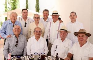 31032018 CELEBRA SU CUMPLEAñOS.  Rafael Díaz con algunos de sus invitados.