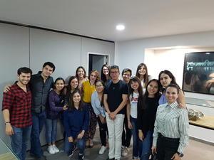 31032018 POSAN PARA LA FOTO.  Alumnos del Semestre I junto a la diseñadora Jazmín Villar, Rosario Olloqui y Pineda Damián.