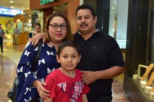 31032018 Elizabeth, Juan Gerardo y Kevin.