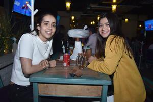 30032018 AMIGAS.  Rocío y Naima.