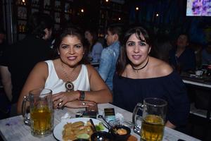 30032018 EN EL CENTRO.  Tere y Mireya.