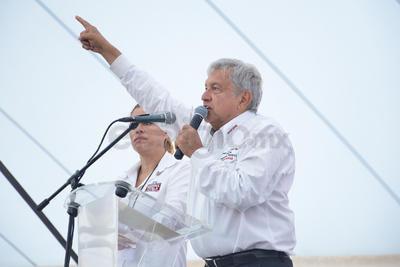 Luego de estar en campaña en San Pedro, Coahuila, López Obrador se trasladó a Gómez Palacio, Durango para continuar con la misma.