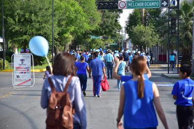 En el marco del Día Internacional del Autismo, el grupo de ayuda Familia Azul organizó su primera caminata.