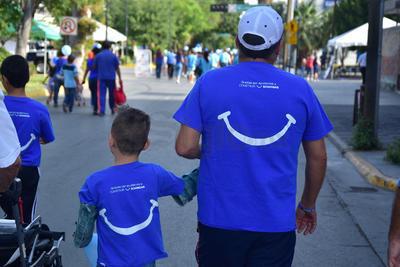 El Grupo Familia Azul organizó una caminata por el autismo en Torreón.
