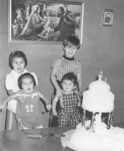 01042018 Miguel Ángel, Laura Irene, Ricardo Humberto y Ana Franco, el 26 de junio de 1975.