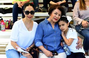 02042018 EN FAMILIA.  Yolanda, Ofir y Bárbara.