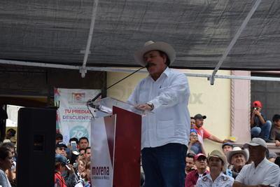 Comentó que en dado caso de que se llegara a militarizar la frontera, se actuaría con mucha prudencia y se manifestaría vestido de blanco a lo largo de la frontera.