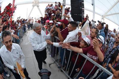 Asimismo, señaló que el ultimo reporte de las encuestas da a la Colación Juntos Haremos Historia 20 puntos de ventaja, ventaja que aseguró también se mantiene en la Comarca Lagunera de Coahuila y Durango.