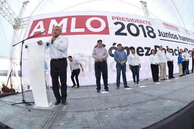 Estuvo acompañado por la diputada federal Marina Vitela Rodríguez, y el doctor Ulises Adame de León, entre otros representantes sociales.
