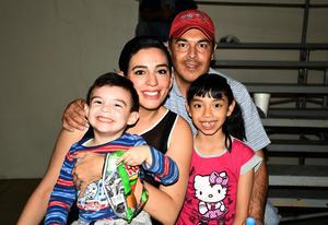 04042018 Jorge, Penélope, Elizabeth y Jorgito.